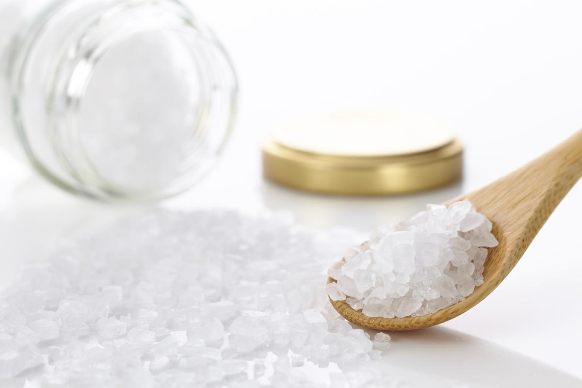 Rough rock salt is a great peeling for the scalp. It is also used for a stimulating head massage.
